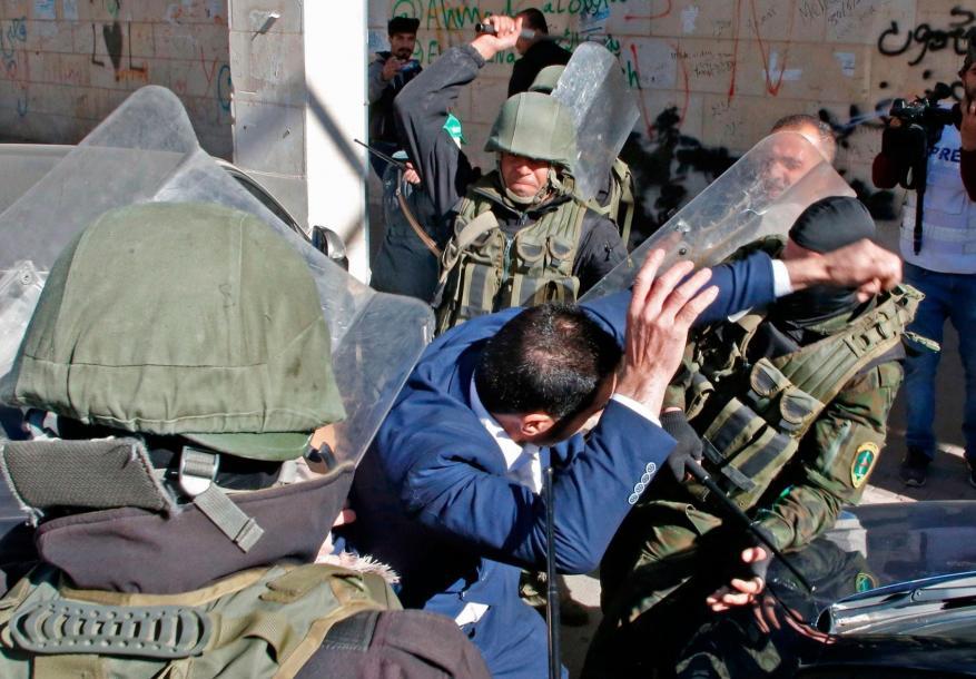 خلال أسبوع.. أجهزة أمن السلطة تعتقل 195 مواطنًا في الضفة الغربية