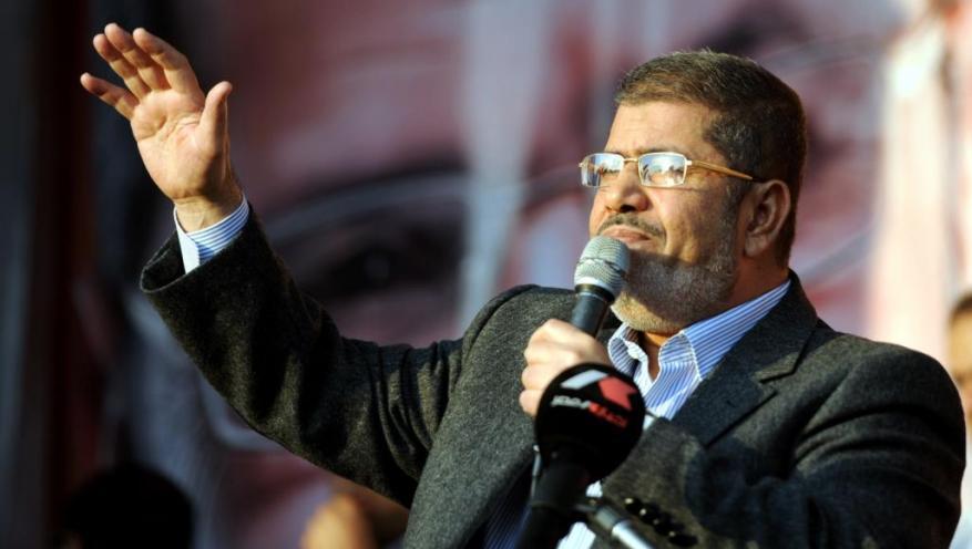 محمد مرسي.. أول رئيس مصري منتخب ديمقراطيا يتوفى في محبسه
