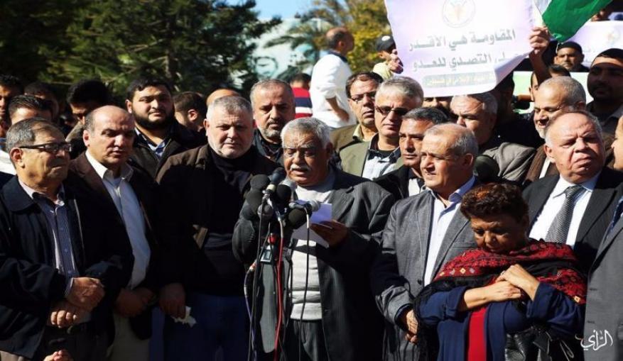 """مصدر فصائلي لـ """"شهاب"""": اتصالات مع الجانب المصري للضغط على السلطة"""