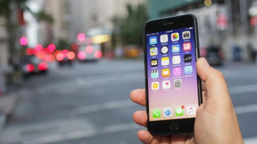"""تشفير الإشارات.. تقنية جديدة من """"أبل"""" تحمي من تتبع الهواتف"""