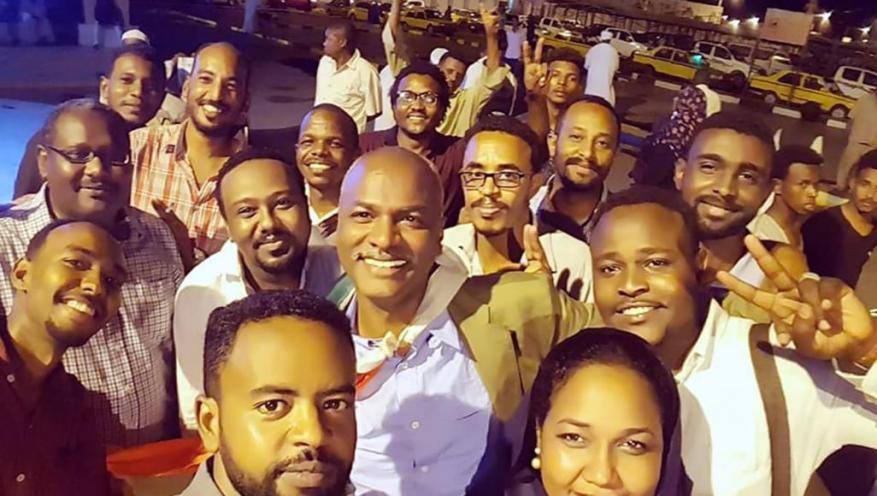 ظل مختفيا.. كاتب بيانات الثورة السودانية يكشف سر عباراته التي ألهبت المحتجين