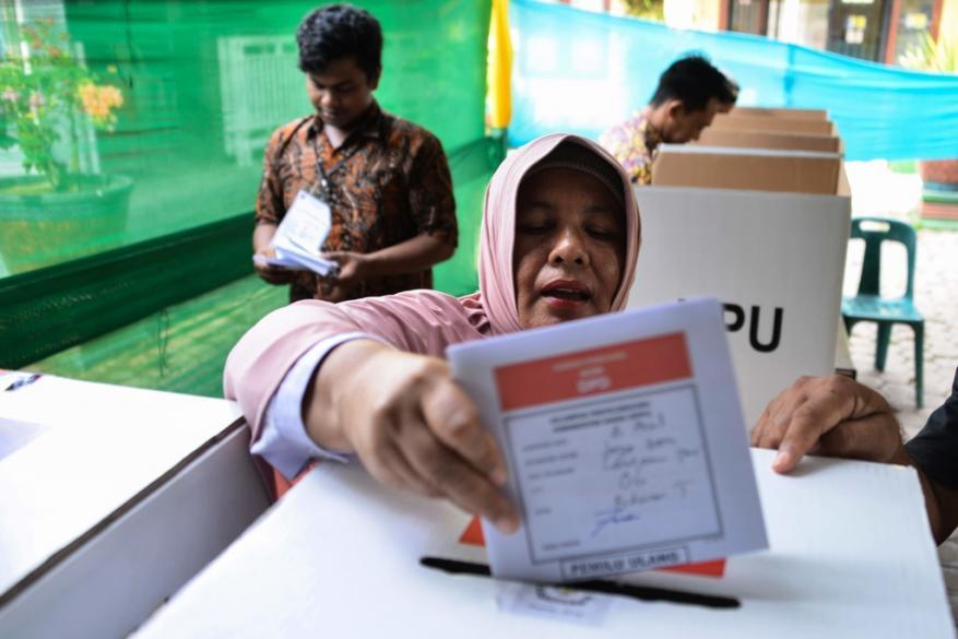 إندونيسيا.. وفاة 270 موظفا بسبب الإرهاق من فرز الانتخابات !