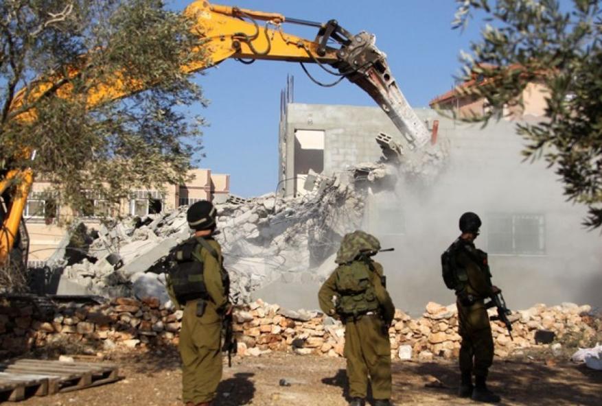 الاحتلال يخطر بهدم أربعة منازل جنوبي الخليل