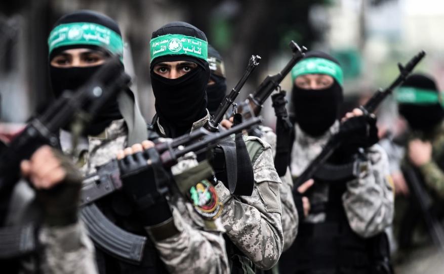 القسام يزف مجاهداً ويؤكد أن جريمة العدو لن تمر مرور الكرام