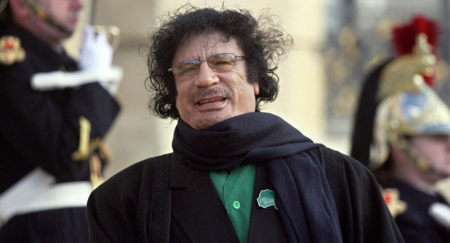 """أسرار استخباراتية """"أغرب من الخيال"""" من داخل خيمة القذافي"""
