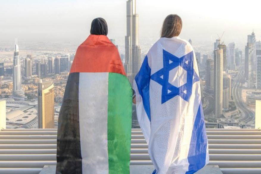 مستشار بن زايد السابق يثير الجدل لانتقاده عرض إماراتي إسرائيلي