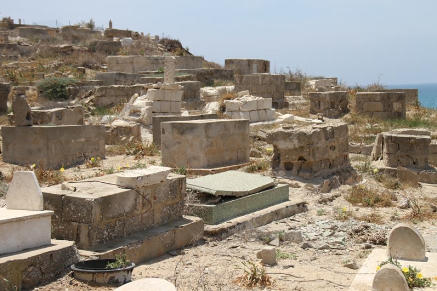 الاحتلال الإسرائيلي ينبش مقبرة إسلامية في يافا للبناء فوقها