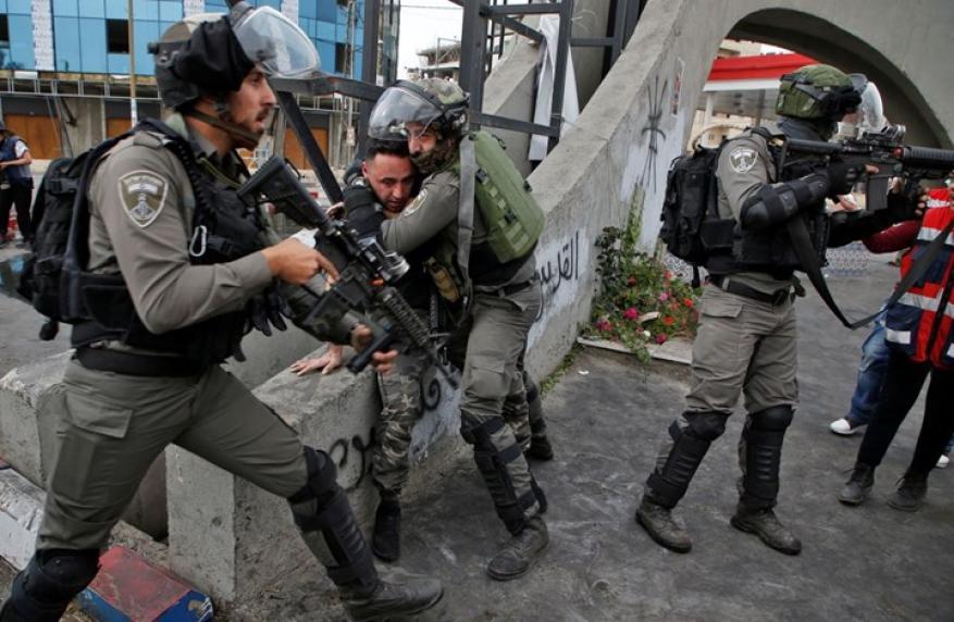 الاحتلال يعتدي على شاب ويصيبه برضوض وجروح شرق بيت لحم