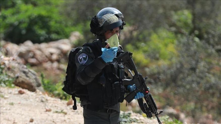 """القناة """"12"""": فلسطينيان حاولا سرقة سلاح جندي بطولكرم"""