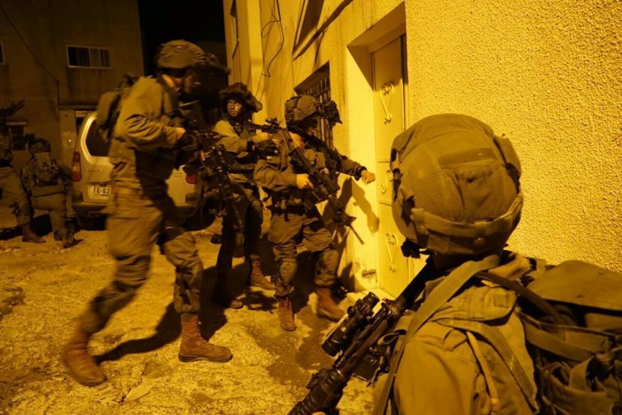 بينهم والدة الشهيد صالح البرغوثي و3 أسرى.. الاحتلال يعتقل 19 مواطنا بالضفة