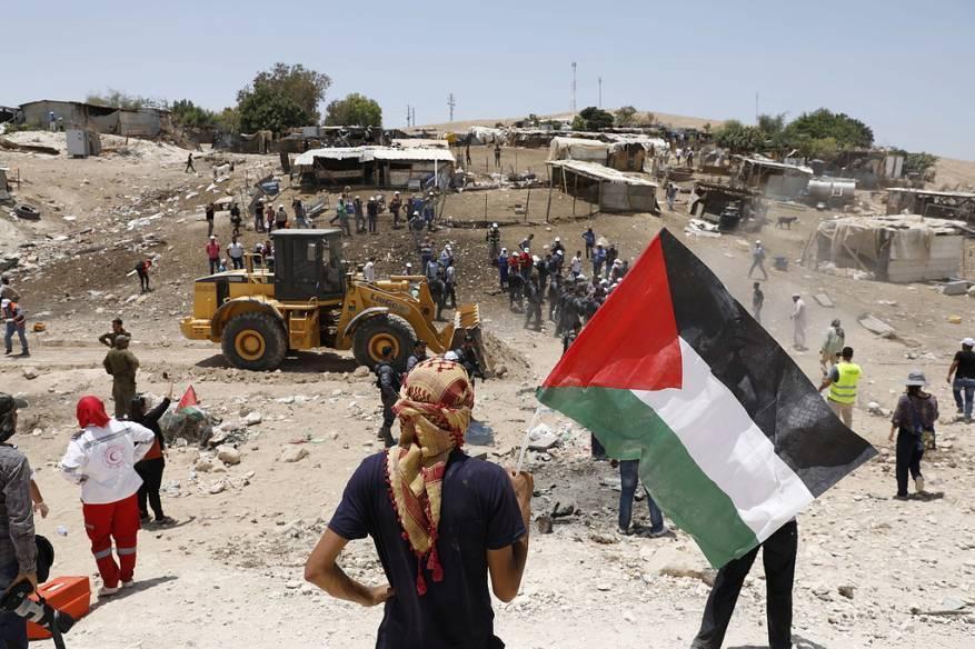 """وقفة تضامنية في """"الخان الأحمر"""" شرقي القدس رفضا لهدمها"""