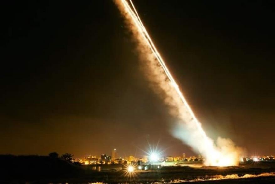 موقع عبري: صاروخ اطلق من غزة وسقط في البحر غرب اسدود