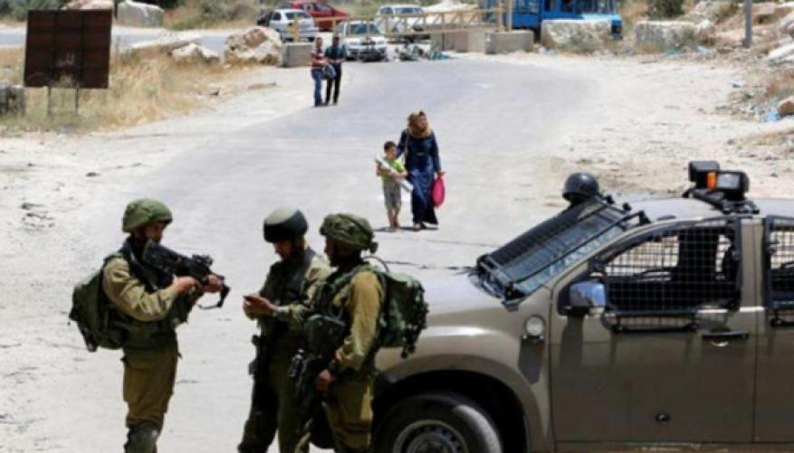 الاحتلال يخطر بوقف ترميم المقبرة الإسلامية شرق يطا