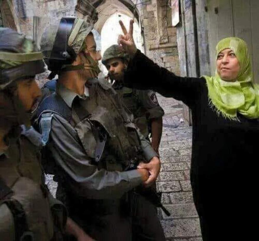 الاحتلال يبعد مرابطة مقدسية عن المسجد الأقصى 15 يوما