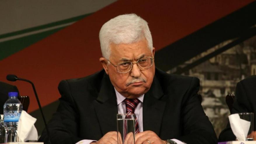 والد شهيد بغزة يعرض منزله للبيع بعد قطع عباس لراتب نجله الشهيد