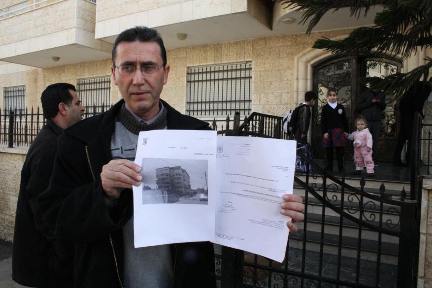 الاحتلال يخطر بهدم 30 منزلا ومنشأة بالعيسوية في القدس
