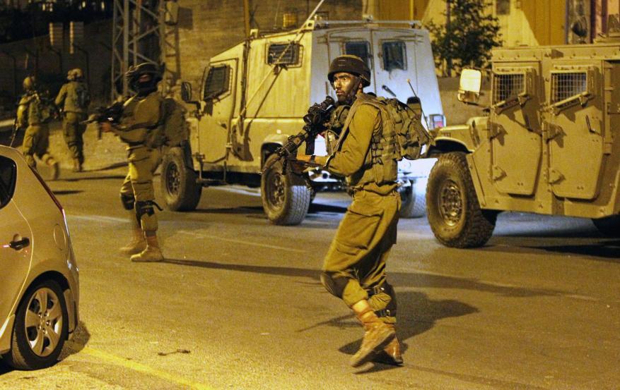 جيش الاحتلال يعتقل 11 فلسطينيا بالضفة