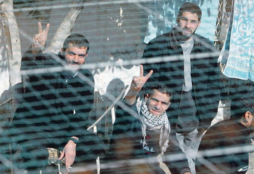 ارتفاع عدد عمداء الأسرى في سجون الاحتلال الى 61