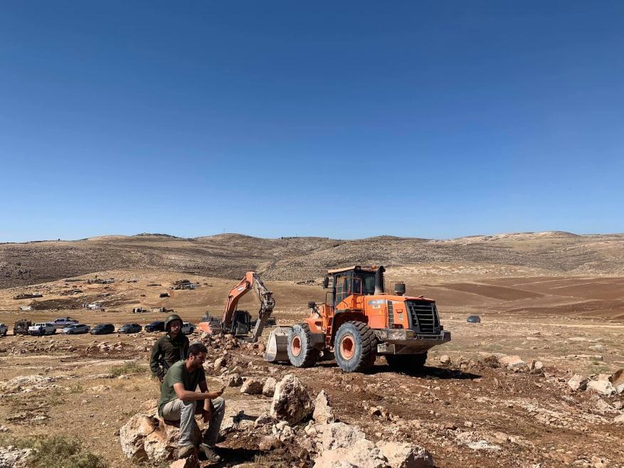 مستوطنون يستولون على أراض شرق رام الله