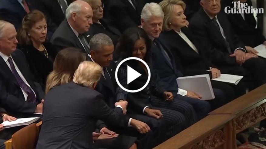 """""""شاهد"""" كيف صافح ترامب أوباما وتجاهل كلينتون في جنازة بوش"""