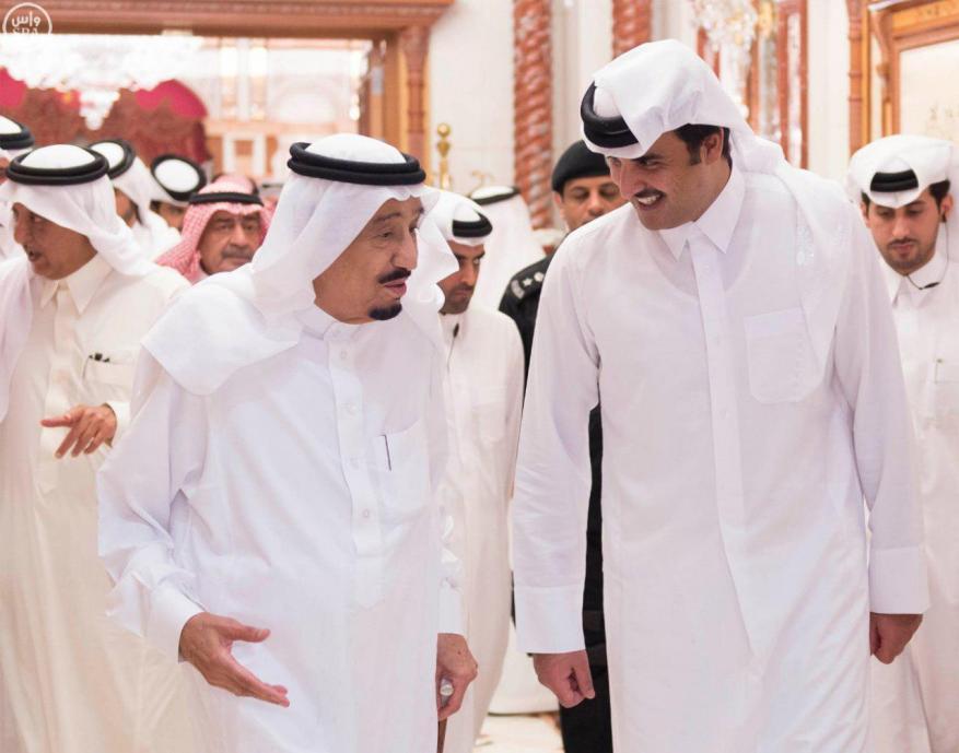 أمير قطر يتلقى رسالة خطية من الملك سلمان لحضور القمة الخليجية