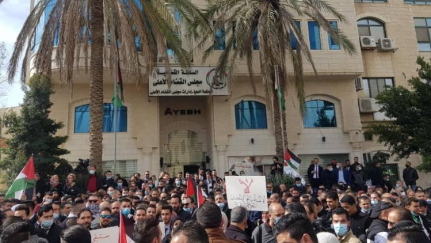 استمرار فعاليات نقابة المحامين الرافضة لقرارات عباس المقوضة لاستقلال القضاء