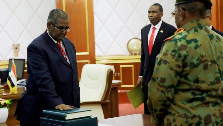 السودان يعلن حكومة كفاءات وتجاوب محدود مع دعوة العصيان المدني