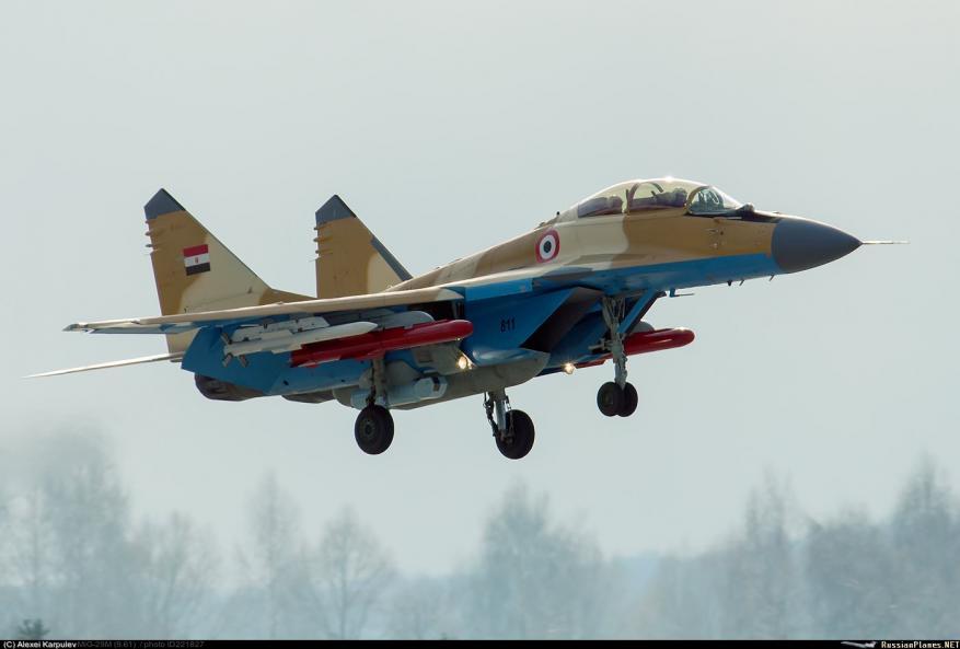 سقوط طائرة حربية مصرية جنوب رفح ومقتل قائدها