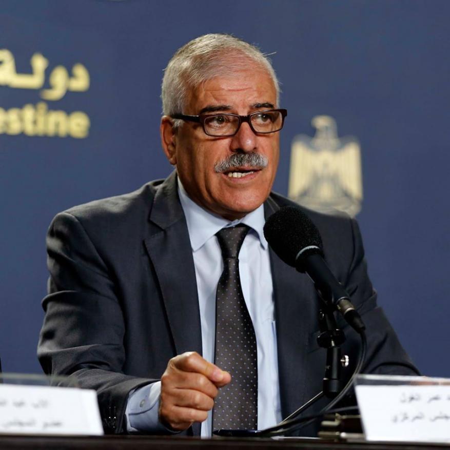 مستشار عباس: الشعب الفلسطيني سطحي وعليه الاعتذار لمقاتلي لجنة التواصل