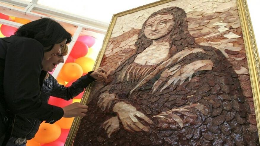 متحف اللوفر يبيع فرصة لحضور فحص سنوي للموناليزا