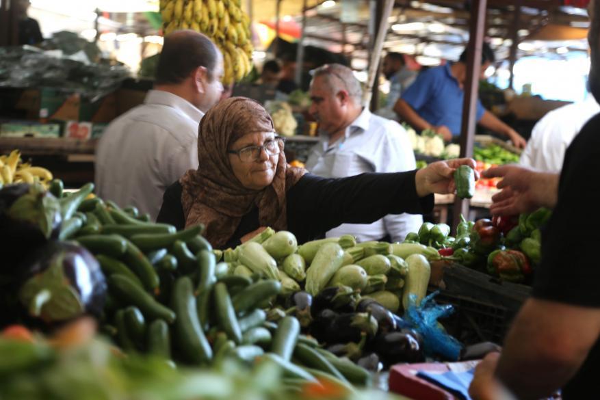 اتحاد المستهلك بالضفة يدعو لوقف التعامل بالشيكل واستبداله بالدينار الأردني