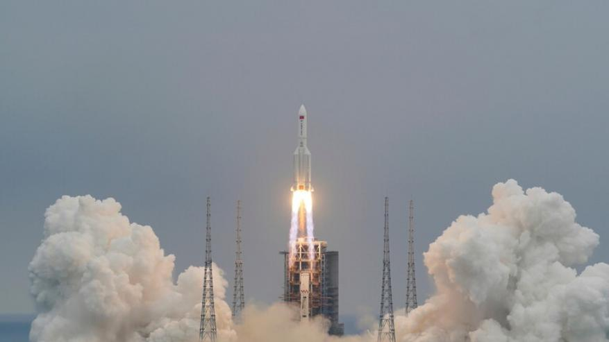 """منظمة فضائية أمريكية"""" تتوقع سقوط """"الصاروخ الصيني التائه"""" فوق أرض عربية"""
