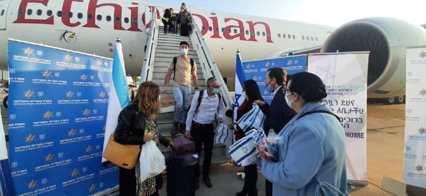 مئات المهاجرين من أوكرانيا وإثيوبيا يصلون الكيان الإسرائيلي