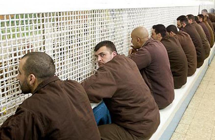 زوجة أسير تتمكن من زيارة زوجها في سجون الاحتلال بعد منعها لـ 15 شهرا
