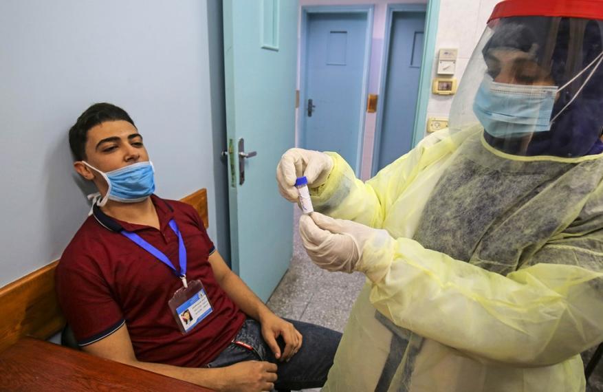 الصحة بغزة تجري مسحات عشوائية للكشف عن كورونا من كافة مناطق القطاع