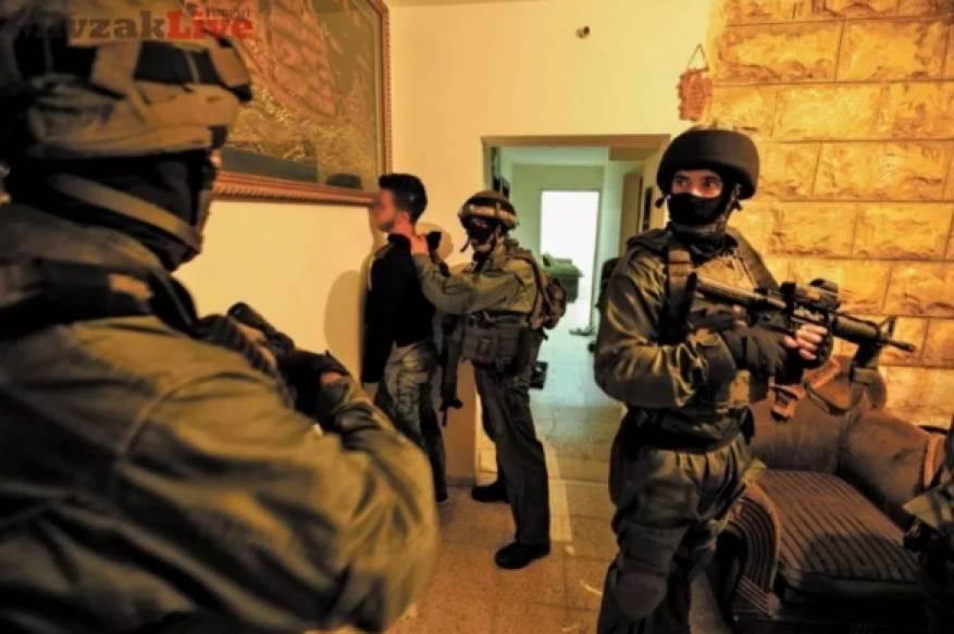 الاحتلال يعتقل 7 مواطنين بحملة مداهمات واسعة بالضفة