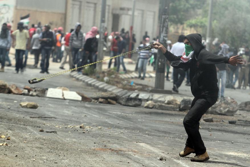 إصابات بالاختناق بمواجهات مع الاحتلال بأبو ديس