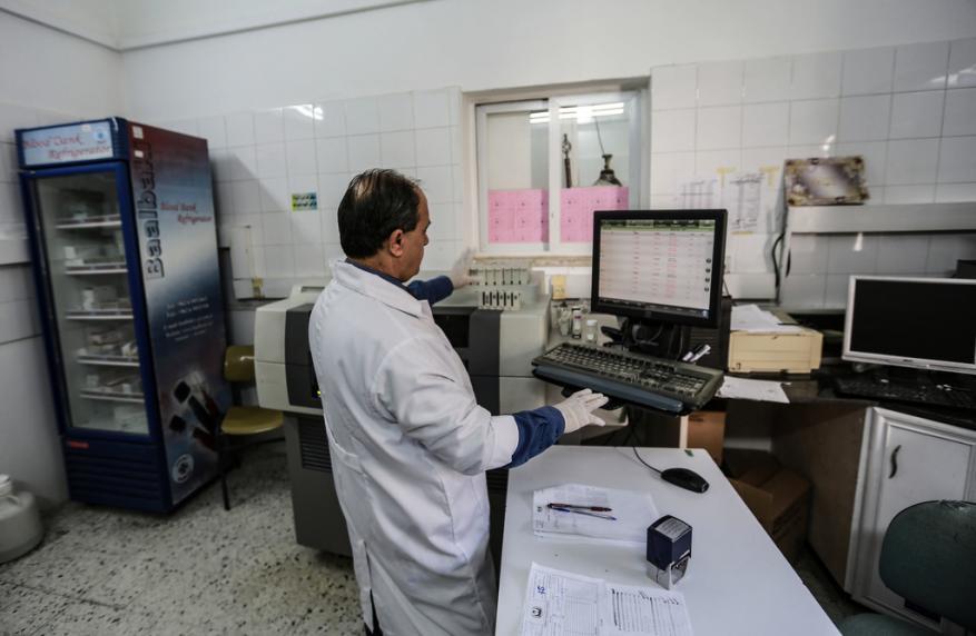 الصحة بغزة تطلق نداء استغاثة لتوفير مواد الفحص المخبري