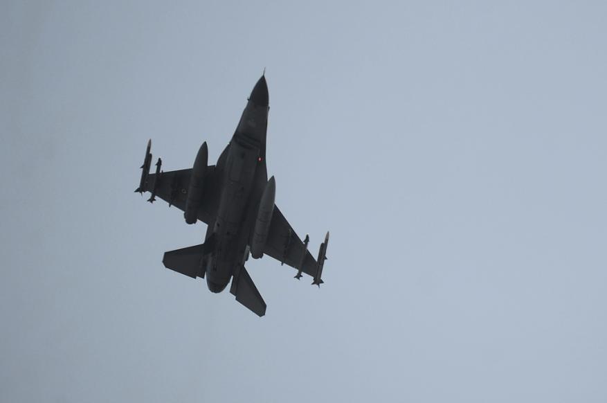 الدفاع التركية تعلن إسقاط طائرة حربية للنظام السوري في إدلب