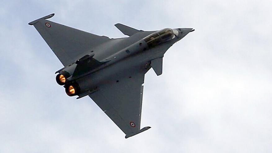 """أنباء عن موافقة فرنسا على بيع 30 مقاتلة من نوع """"رافال"""" لمصر"""