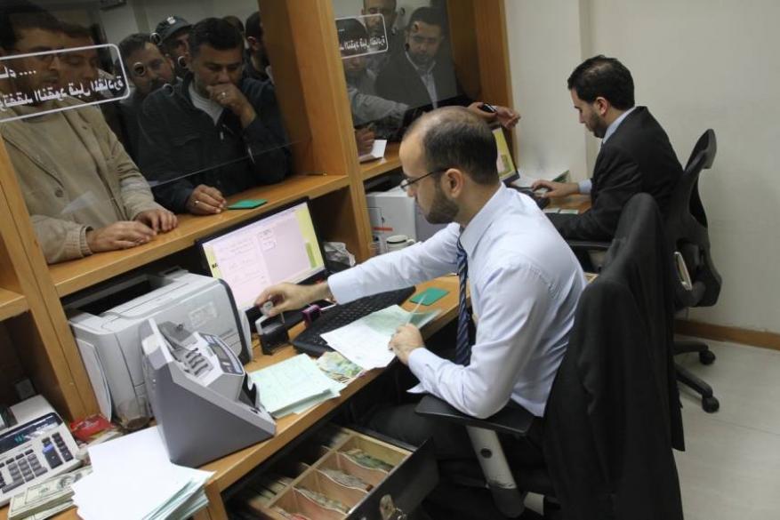 بدء صرف المنحة المالية القطرية لموظفي غزة.. تفاصيل الصرف