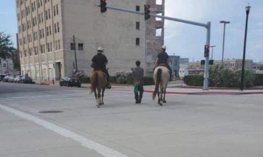صورة لشرطة تكساس تثير غضب مواطنين أمريكيين