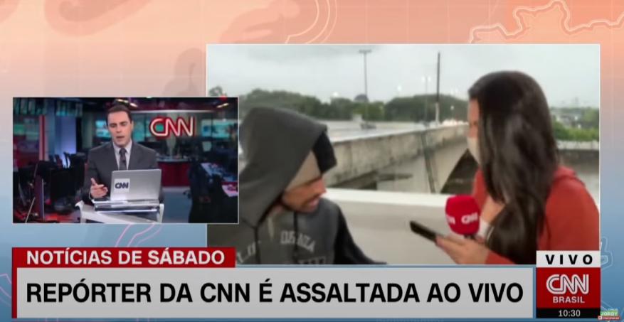 """شاهد: مراسلة """"سي أن أن"""" تتعرض لسطو مسلح أثناء بث مباشر"""