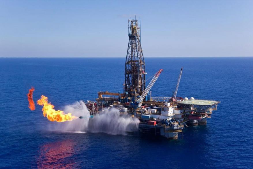 """""""معاريف"""" تكشف تفاصيل الاتفاقية الجديدة لتزويد قطاع غزة بالكهرباء"""