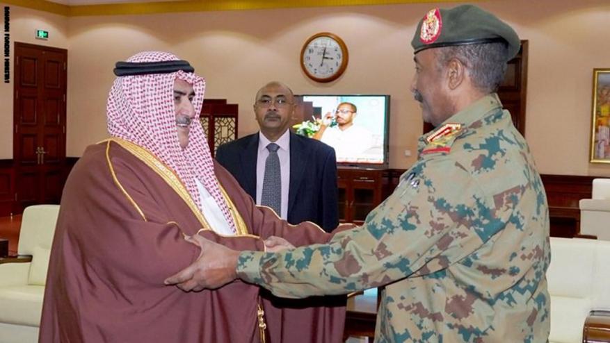 بعد دعم مالي من السعودية والإمارات.. أول وزير خارجية عربي يلتقي البرهان بالسودان