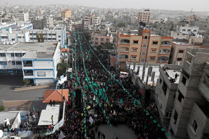 حشود كبيرة تحيي ذكرى انطلاقة حماس شمال وجنوب قطاع غزة