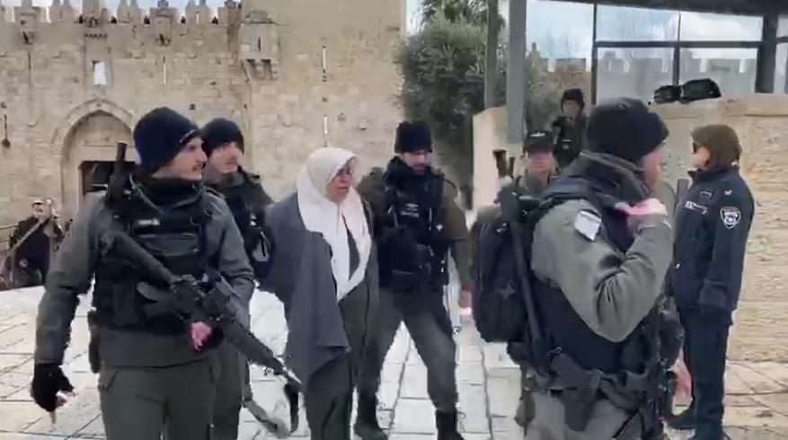 شرطة الاحتلال تعتقل سيدة فلسطينية عند باب العامود بالقدس