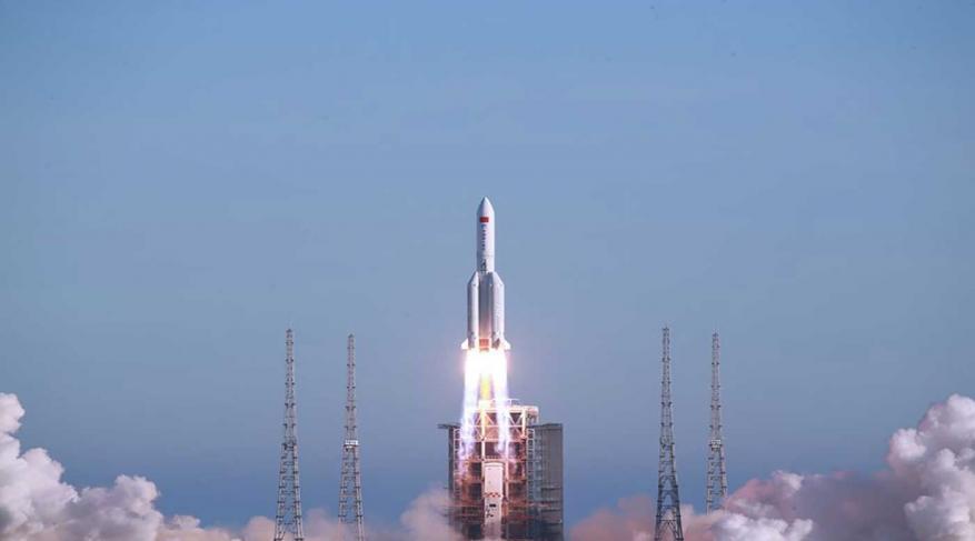 """""""خارج عن السيطرة"""" صاروخ صيني ضخم قد يسقط على الأرض خلال أيام"""
