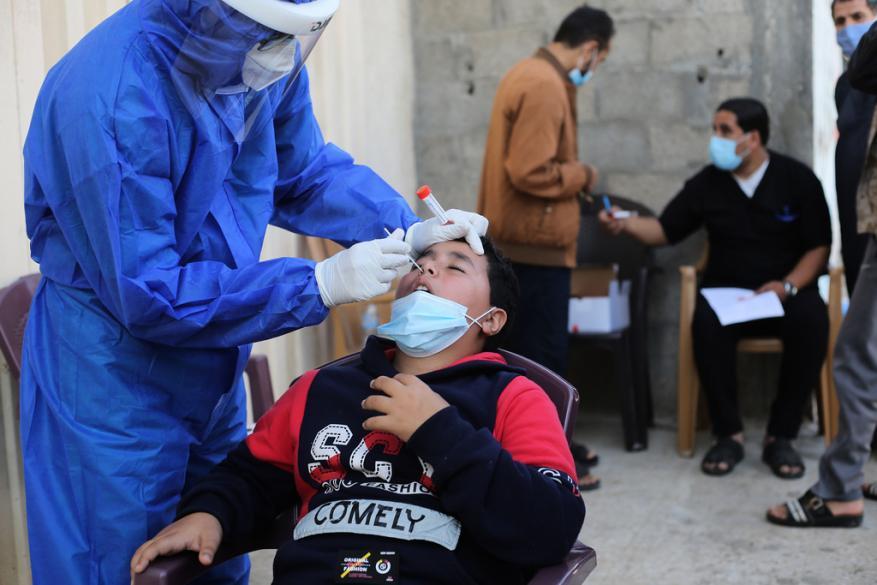 الصحة بغزة: 4 حالات وفاة و689 إصابة جديدة بفيروس كورونا و198 حالة تعافٍ