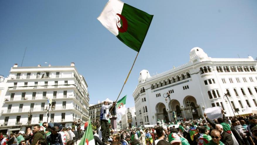 الجزائر.. إحالة 10 وزراء ورئيسي حكومة سابقين للمحاكمة